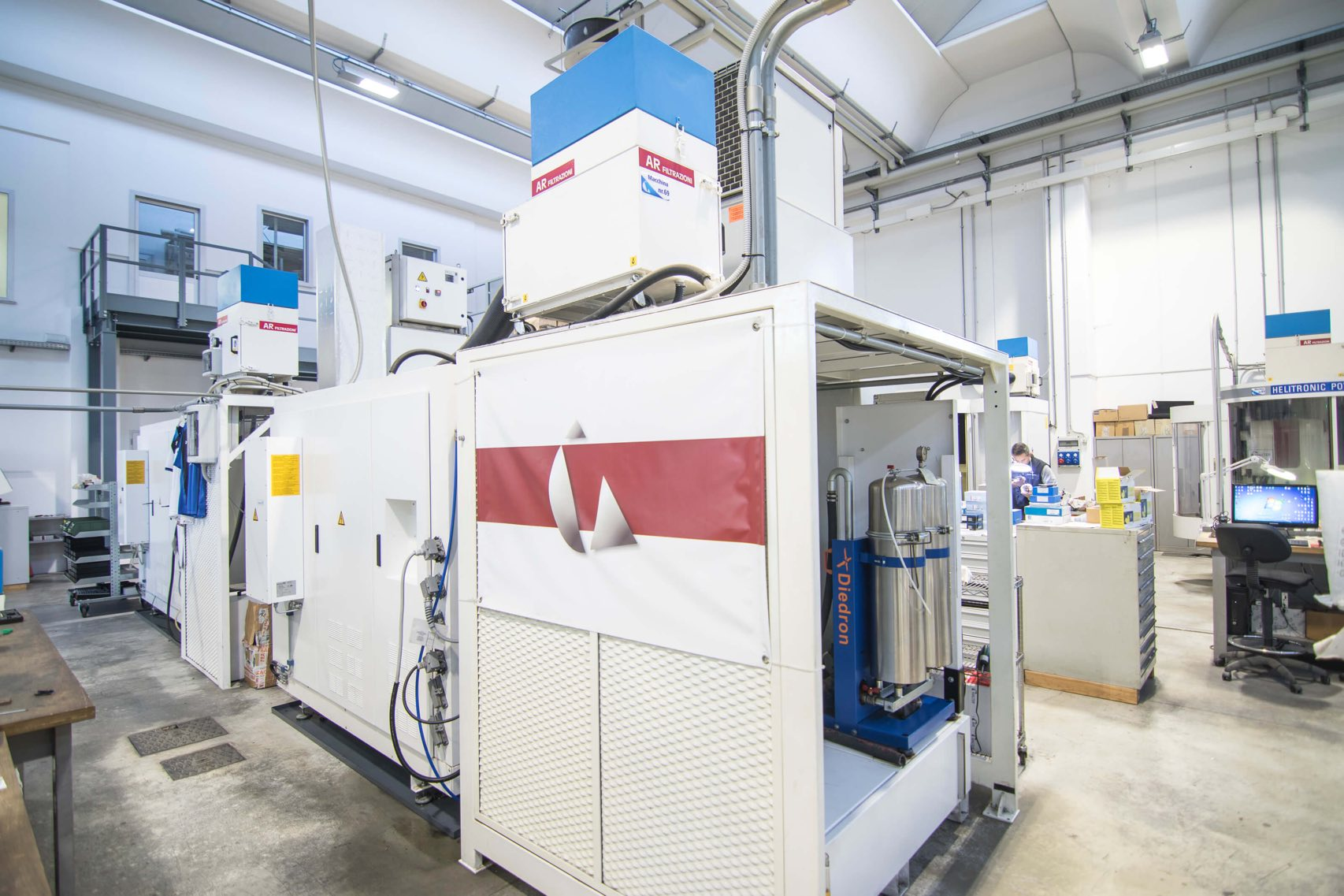 AR Filtrazioni è produttore di filtri per nebbie oleose e fumi derivanti da rettifiche e macchinari rettifica WALTER