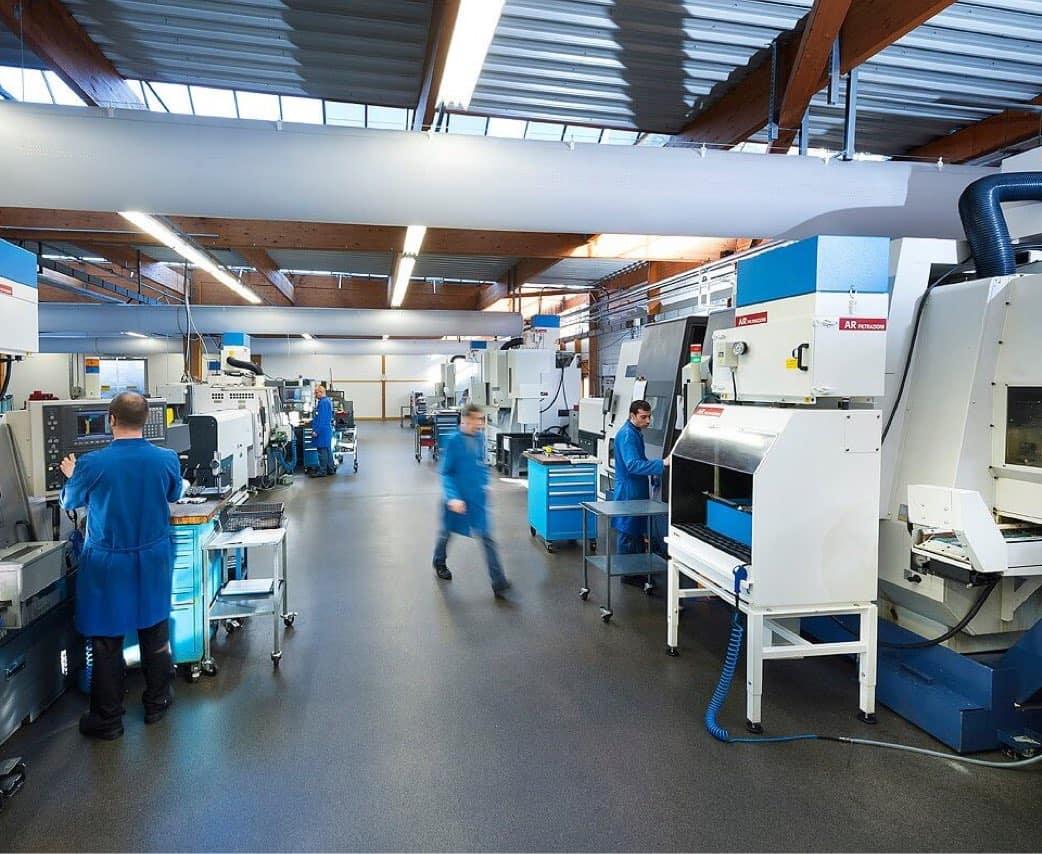 AR Filtrazioni | Banchi di lavoro aspiranti progettati per soffiaggio sbavature manuali